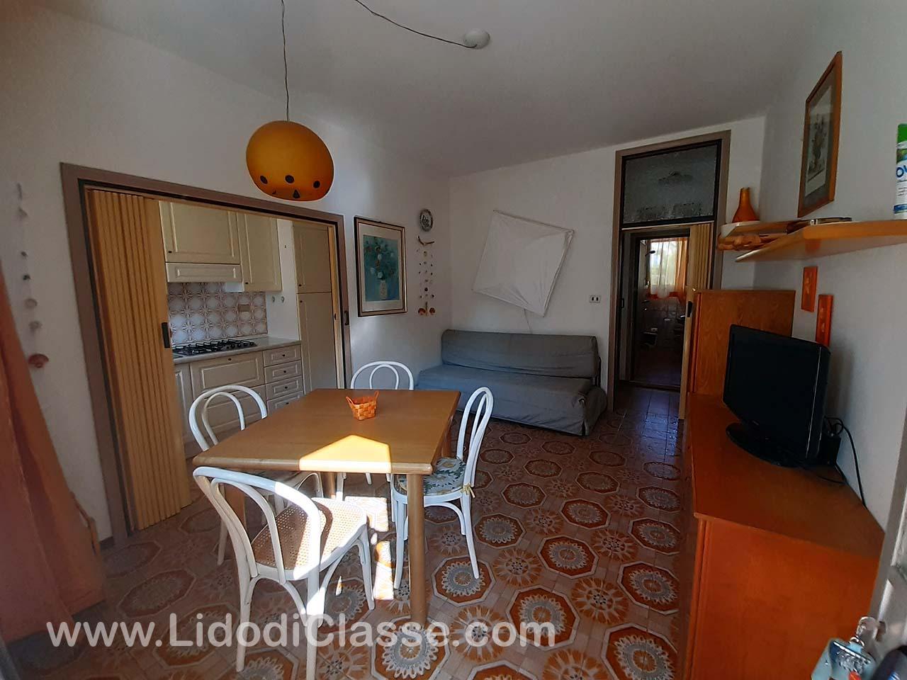Vendesi Appartamento Piano Terra In Condominio A Schiera Con Piscina Parco E Posto Auto Lidodiclasse