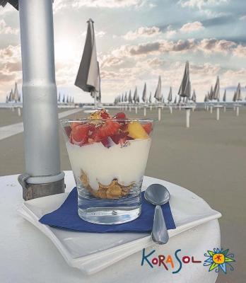 vasetto yogurt frutta e cereali