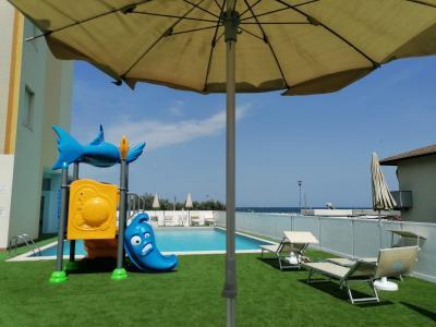 hotel adler piscina
